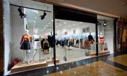 Vitrine virtual x Vitrine de loja física: entenda as diferenças numa vitrine de loja